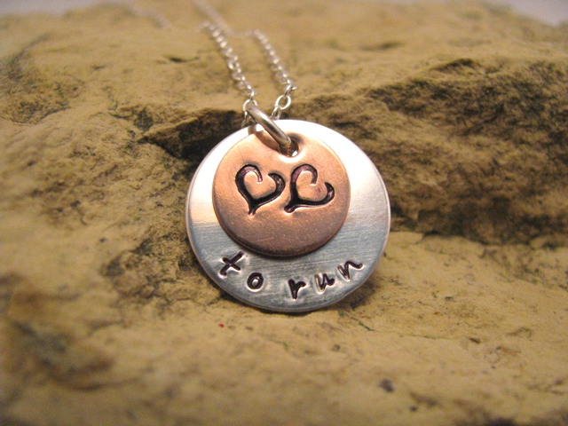 Love to... run - runner pendant, designer font